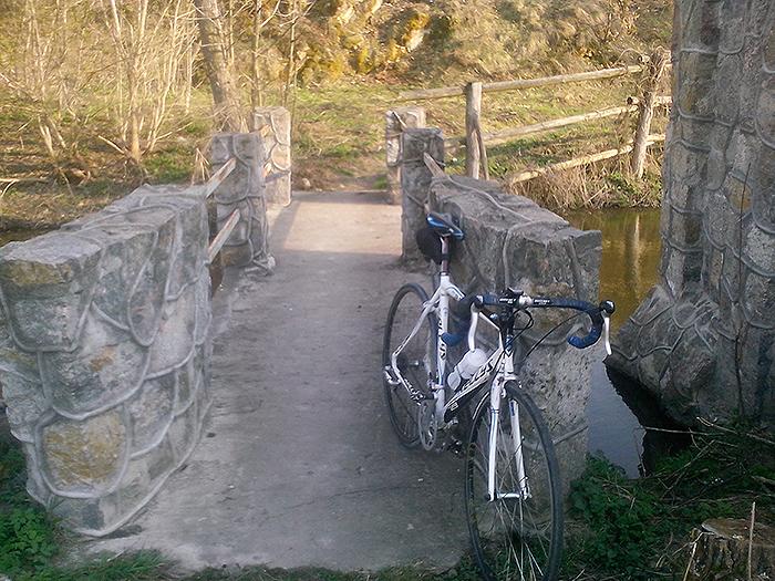 мост над ручьем