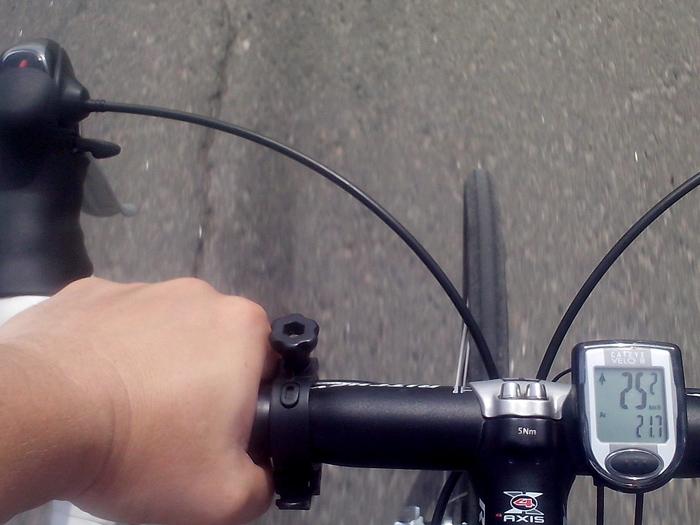 Средняя скорость на велосипеде - 21.7 километров в час