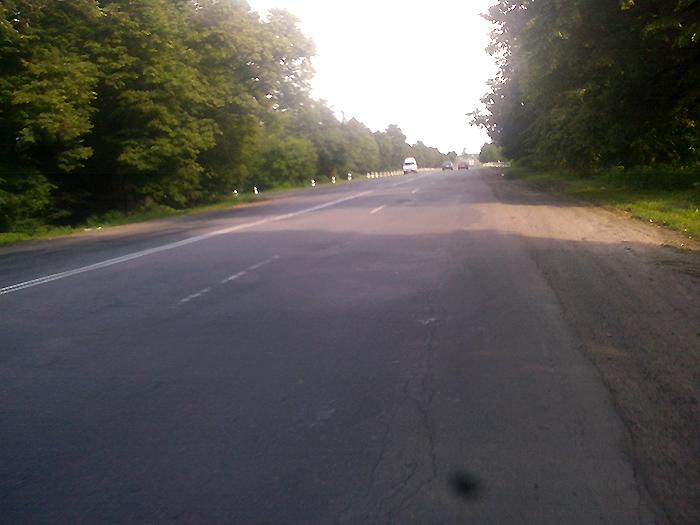 на велосипеде по дороге