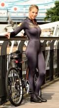 Голая на велосипеде Gemma-Atkinson