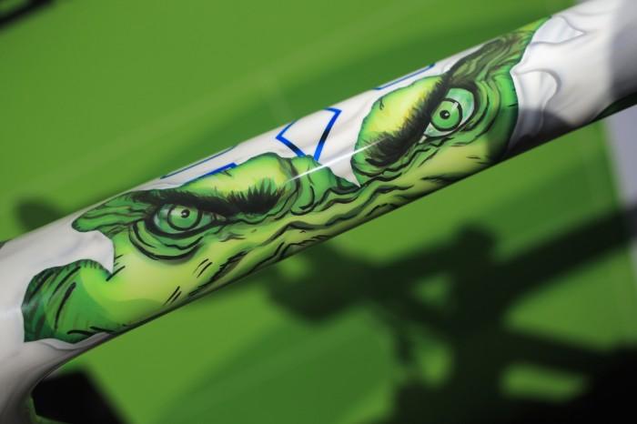 Деталь верхней трубы на велосипеда Cannondale - Сагана