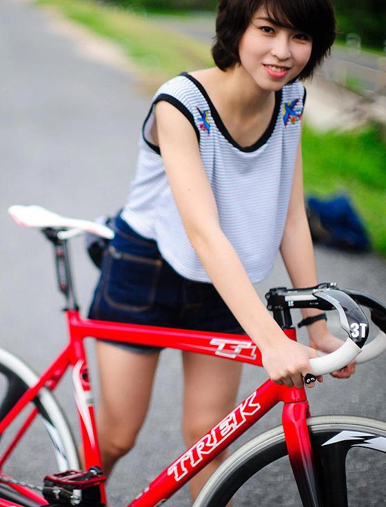 Тайская велосипедистка