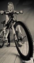 голая на велосипеде Zita Budapesten
