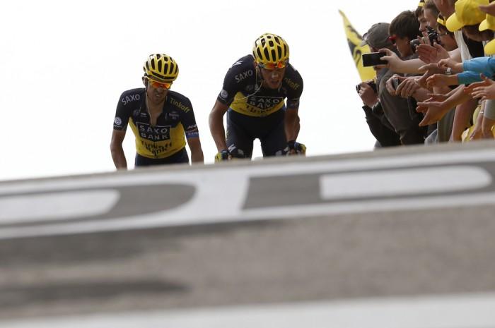 Испанец Альберто Контадор слева. Тур де Франс 2013