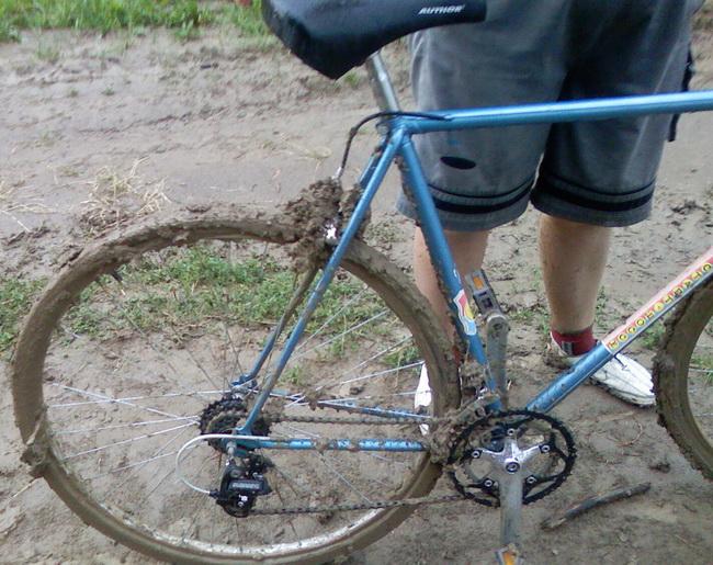 велосипед месит говна