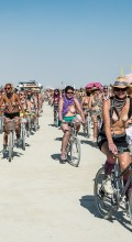 сиськи на велосипеде