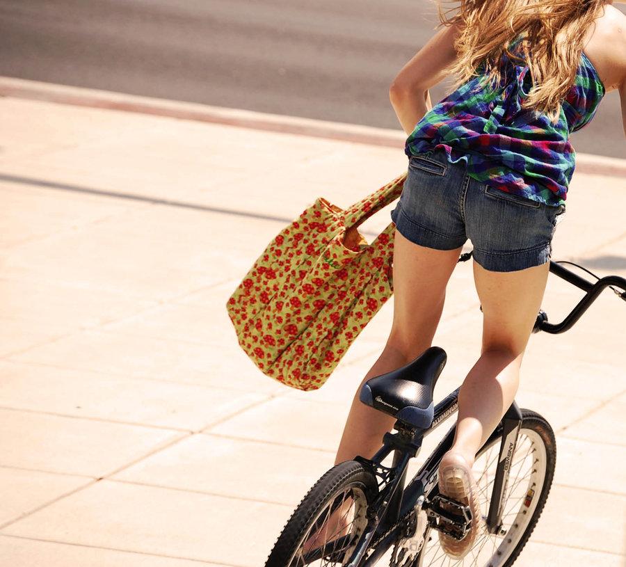 голая на велосипеде