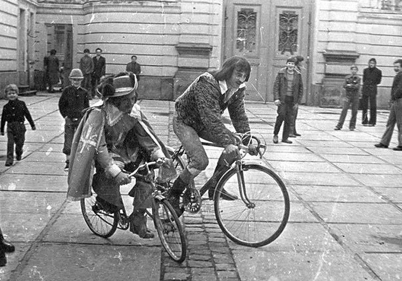 мушкетеры на велосипеде