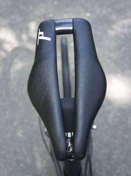 Dash-Cycles-Strike-9-carbon-bicycle-saddle-review09