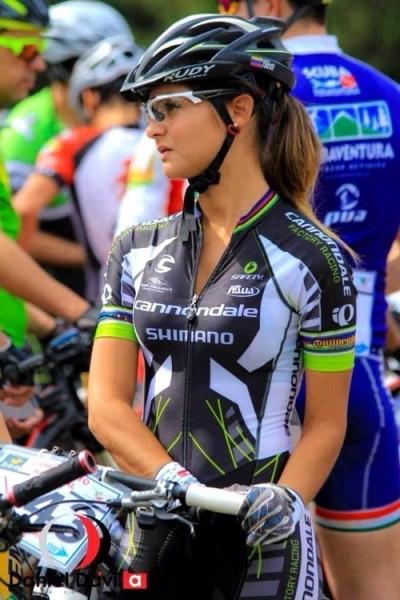 bike-road-girls (19)