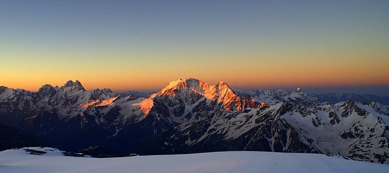 схід сонця в горах