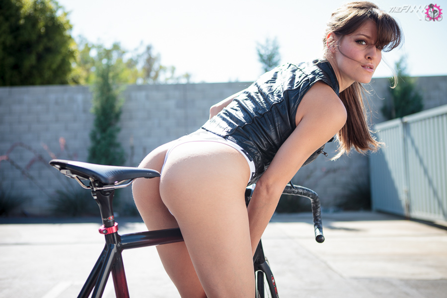 bike-ass-woman (7)