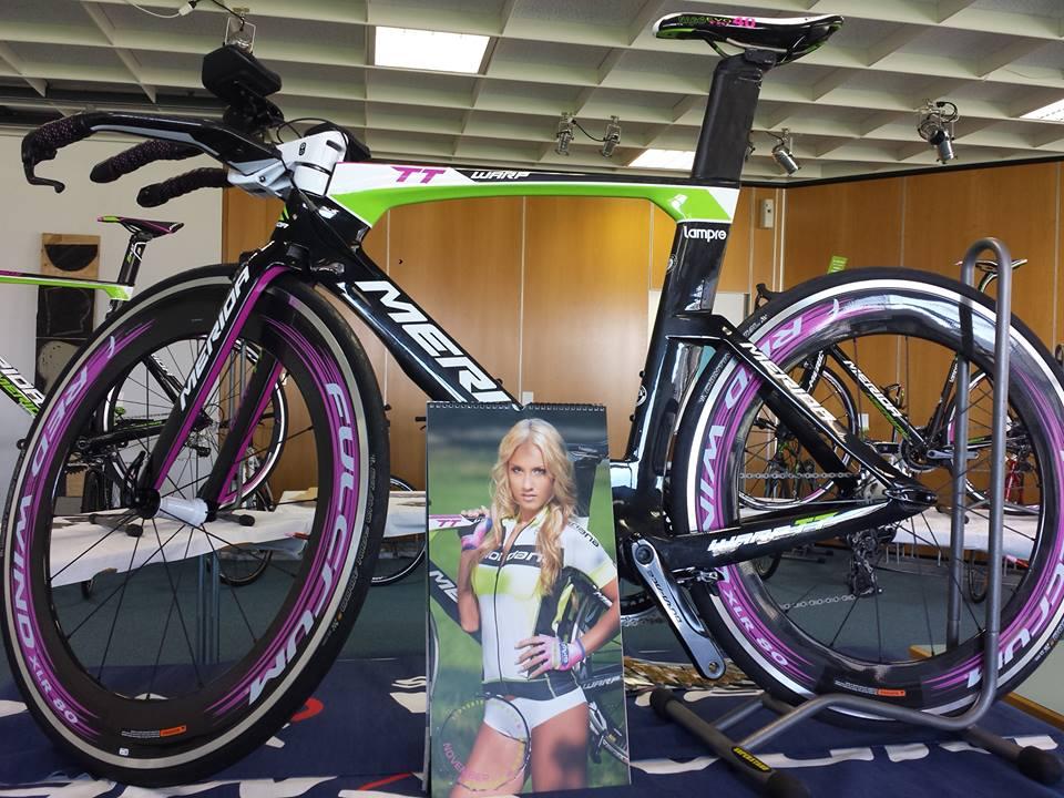 sexy-girls-bikes (12)