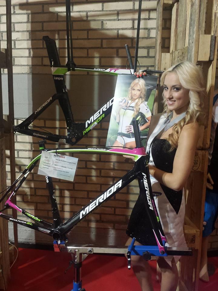 sexy-girls-bikes (18)