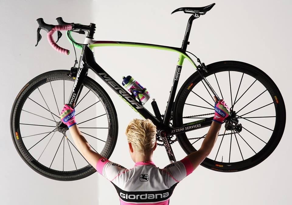 sexy-girls-bikes (21)