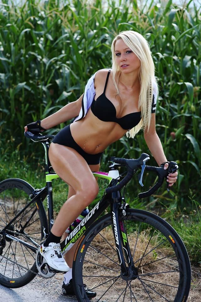 sexy-girls-bikes (26)