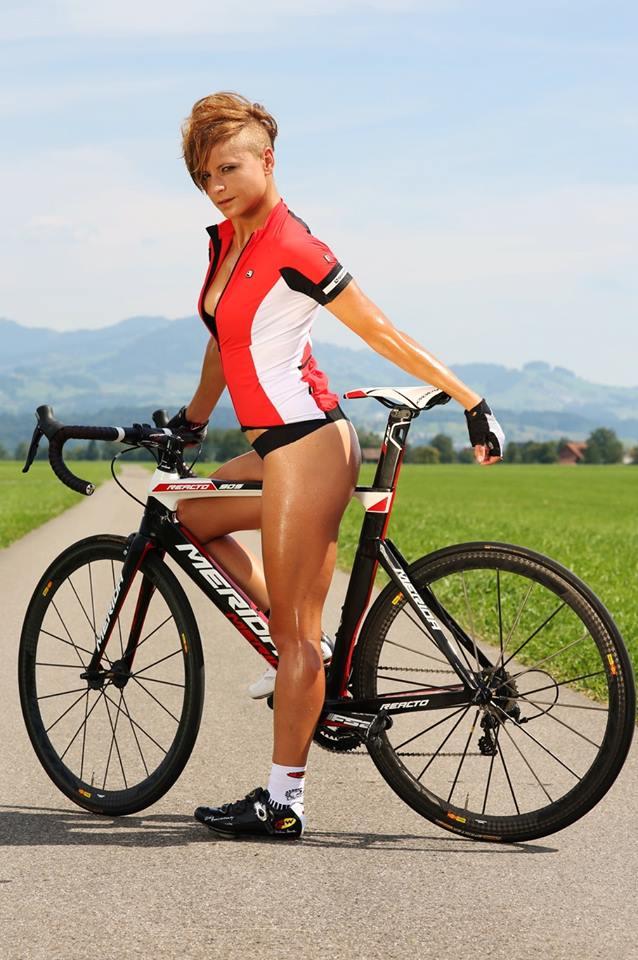 sexy-girls-bikes (27)