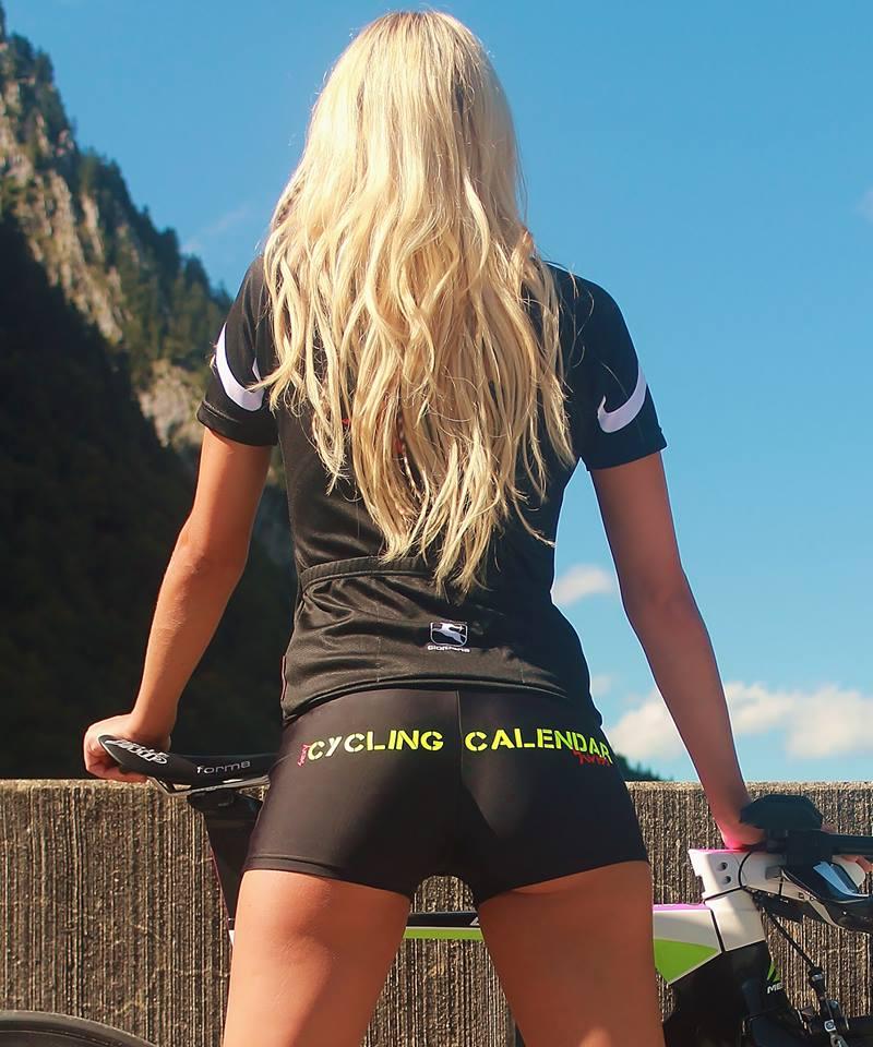 sexy-girls-bikes (29)