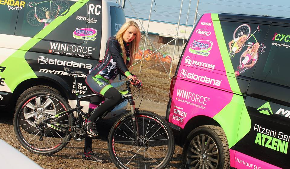 sexy-girls-bikes (33)