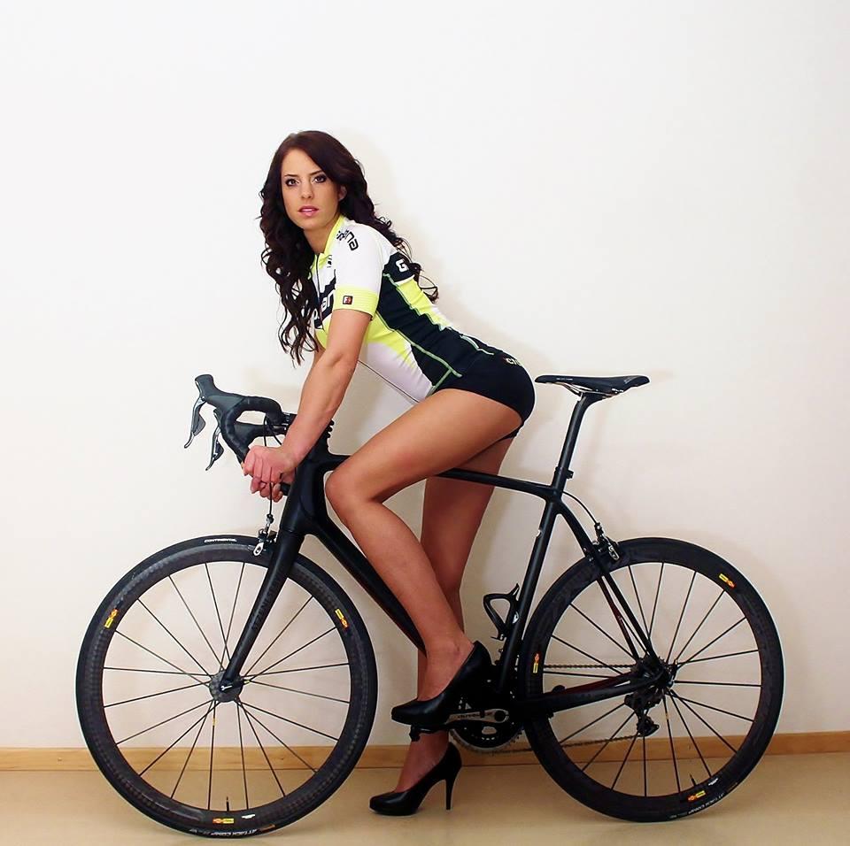 sexy-girls-bikes (42)