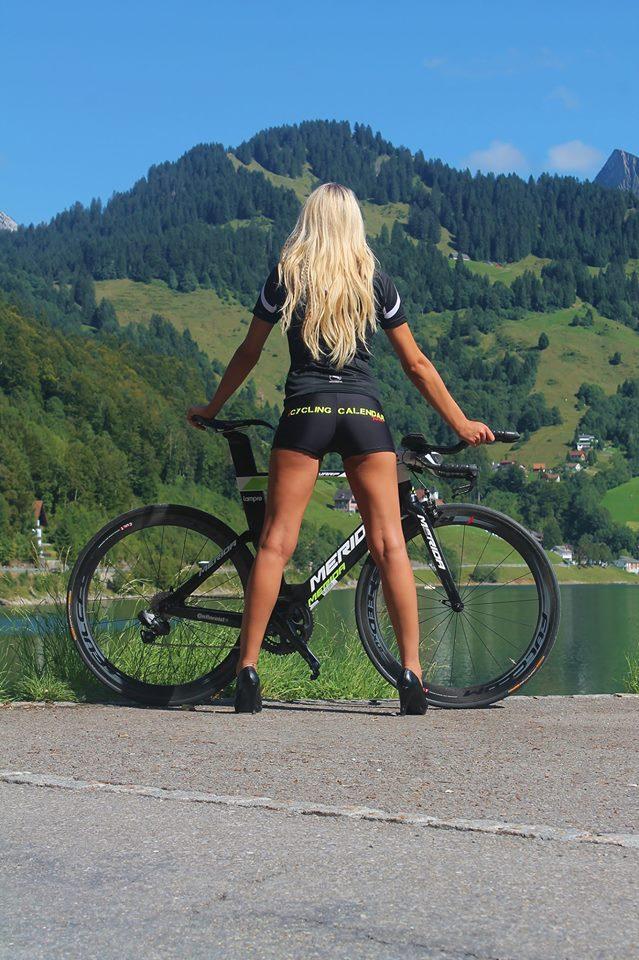 sexy-girls-bikes (43)