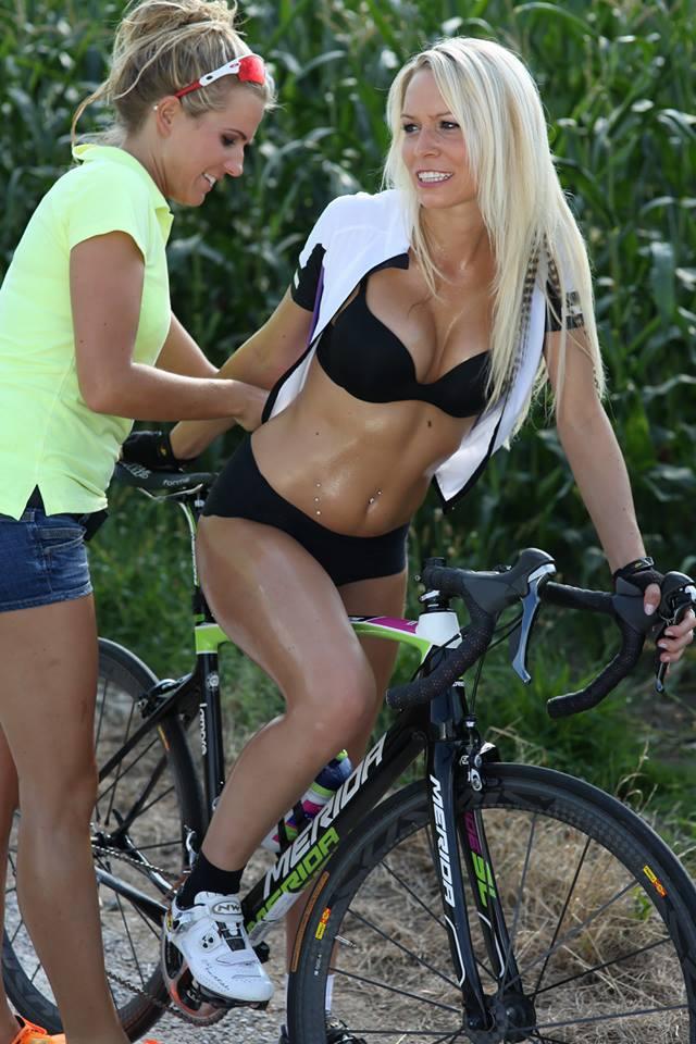 sexy-girls-bikes (55)