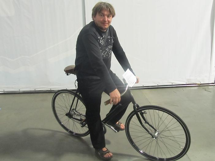 Коля на велосипеде