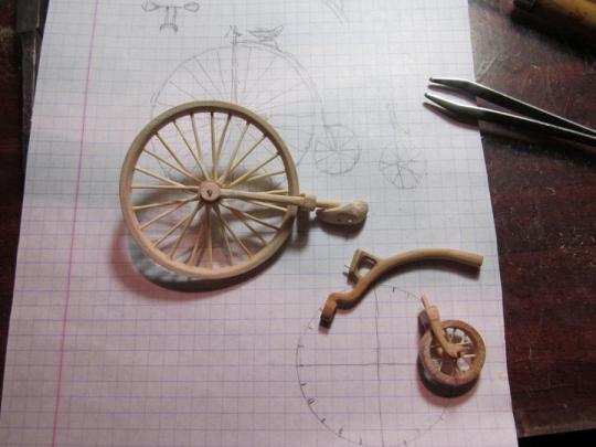 велосипедист из дерева