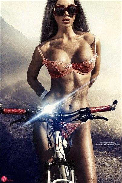 Анжелика Волочкова на велосипеде