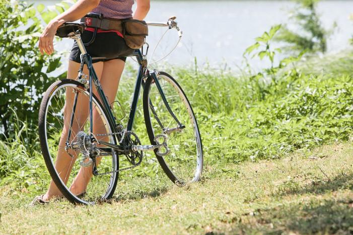 Laurens Icarus cayley brooks Девушка  на велосипеде