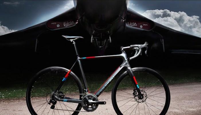 Saracen-Avro-Full-Bike-Profile-Disc-And-Thru-Axles1