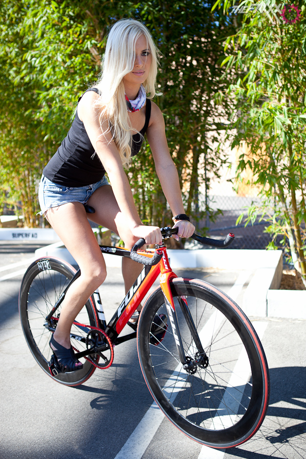 alysson and bike fuji-track pro (21)