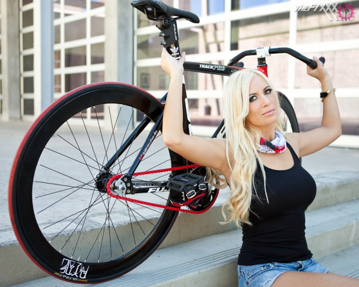 alysson and bike fuji-track pro (21)