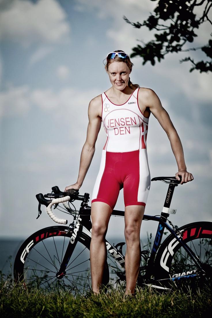 девушка на велосипеде OL triatlet Line Jensen
