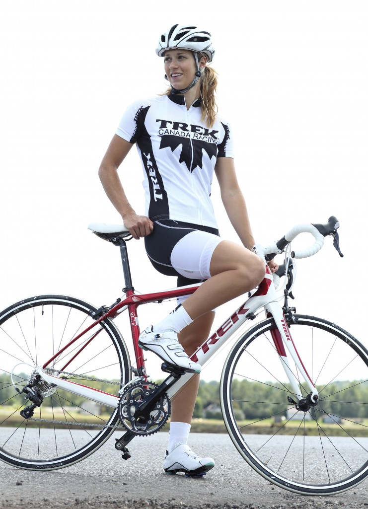 cayley brooks Девушка  на велосипеде