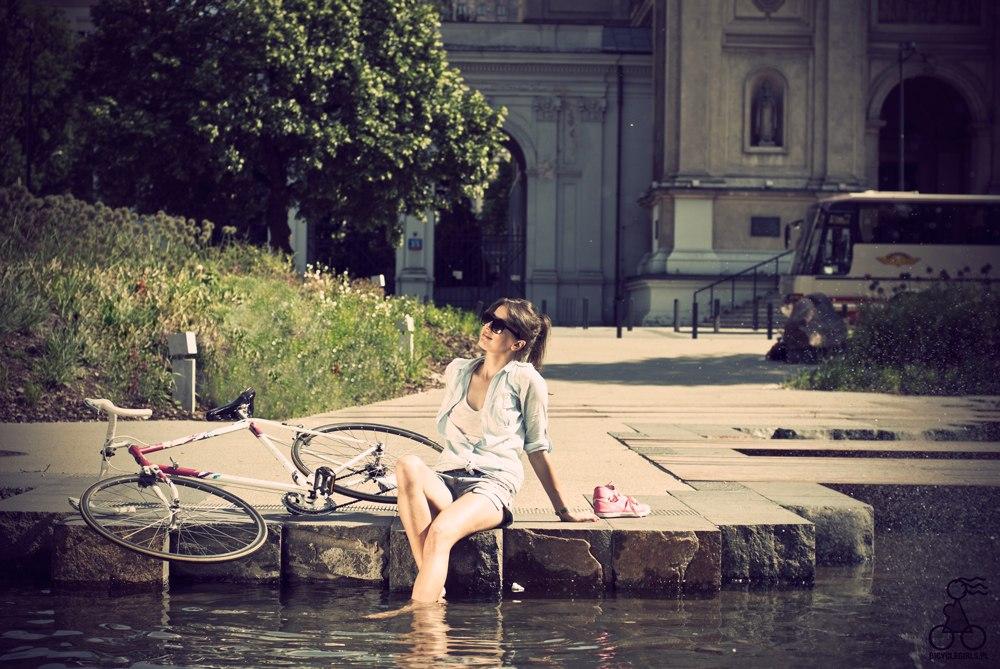 девушка на велосипеде ltdeirf yf dtkjcbgtlt