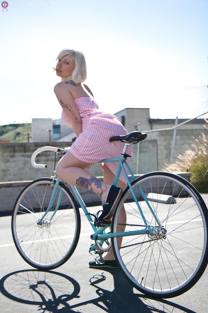 Велосипедистка Линн Попс Lynn Pops