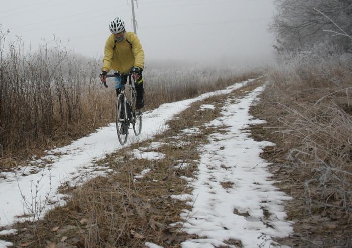На шоссейнике по снегу