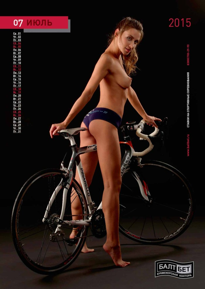 голая на велосипеде пинарелло