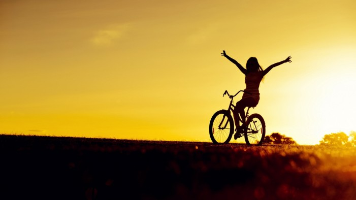 Creative_Wallpaper_Cyclist_at_sunset_082242_