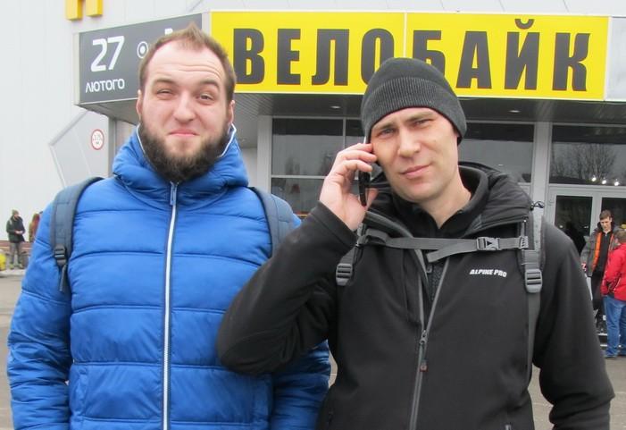 Велосипедисты Юрий и Василий