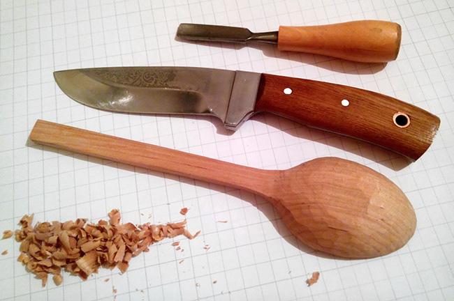 ложка вырезанная ножом