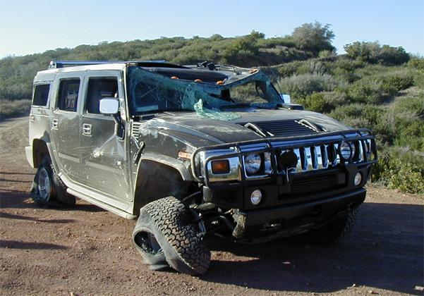 разбитый Hummer
