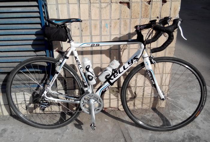 Велосипед возле трансформаторной будки