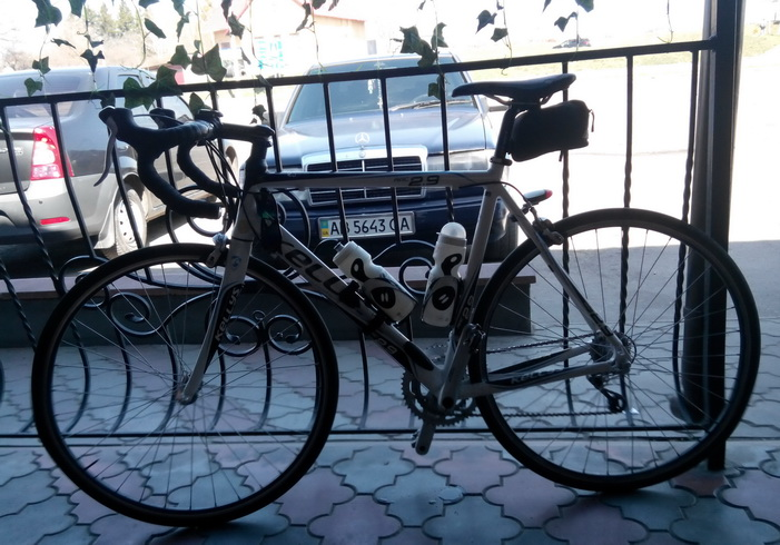 велосипед в кафешке