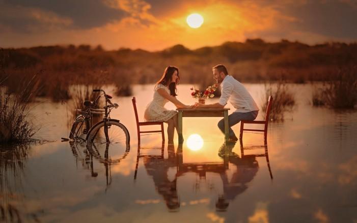 Обои для рабочего стола: девушка и парень и велосипед