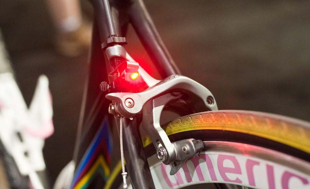 Стоп сигнал на велосипеде