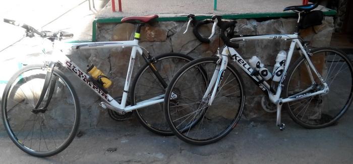 два шоссейных велосипеда