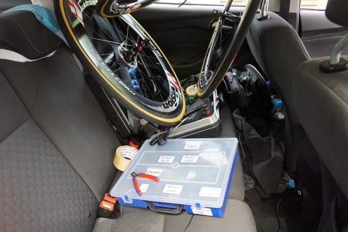 Автомобиль Jaguar на Тур де Франс