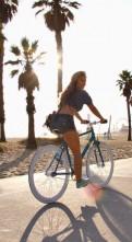 Красивая девушка на велосипеде обои (5)